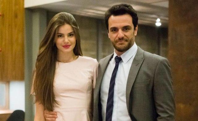 Camila Queiroz e Rodrigo Lombardi em Verdades Secretas - Globo